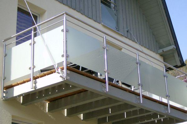 moser-metallbau-hornberg-balkone-gelaender03ACC91194-F933-AA7A-69CD-BA1B96566144.jpg
