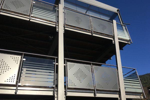 moser-metallbau-hornberg-balkone-gelaender0613B92238-4748-1C08-B7D9-E4336966BC90.jpg
