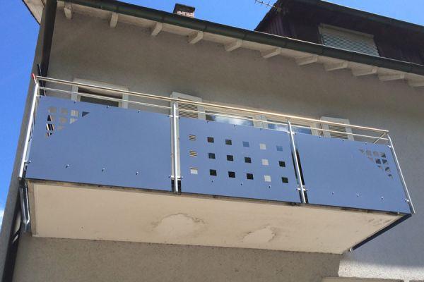moser-metallbau-hornberg-balkone-gelaender13207CB79D-B2AD-997B-795C-017B7FF3506B.jpg