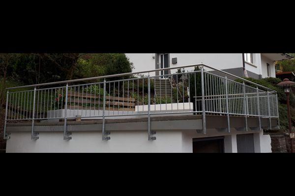 moser-metallbau-hornberg-balkone-gelaender192B01A67D-5398-C807-980A-52D8E1529D52.jpg