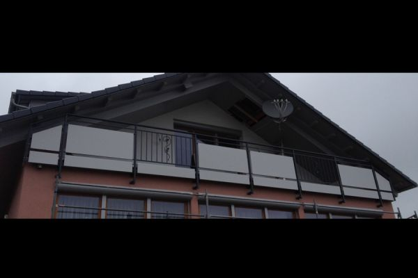 moser-metallbau-hornberg-balkone-gelaender2573411E3F-B429-5426-6ED3-496E3F77ABEA.jpg