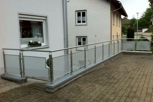 moser-metallbau-hornberg-balkone-gelaender2678891751-C328-6971-CA82-7D21FE3C77B9.jpg