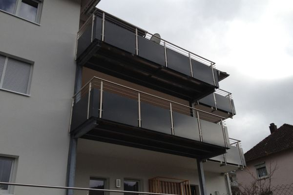 moser-metallbau-hornberg-balkone-gelaender3015EDC195-AF7F-6FFA-FAA3-78CB7297587F.jpg