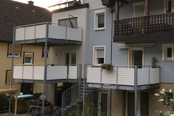 moser-metallbau-hornberg-balkone-gelaender316F394140-842F-CF5B-FEB1-292EE934DA7A.jpg