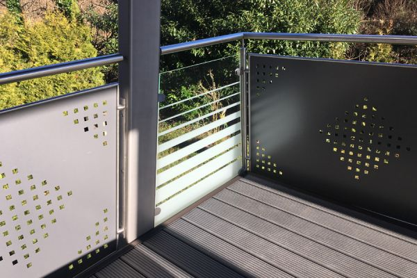 moser-metallbau-hornberg-balkone-gelaender34E60C2A32-0C32-8B8B-7064-C31535E815FD.jpg