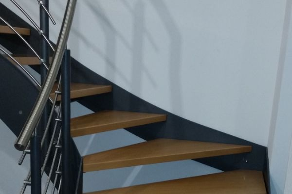 moser-metallbau-hornberg-treppen-gelaender08D5F91836-4801-592E-5A8E-BBF6813E7C26.jpg