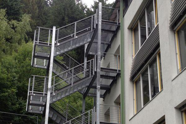moser-metallbau-hornberg-treppen-gelaender10E09F88E0-DEDB-3ABA-0DCB-2CB0C15E6AD1.jpg